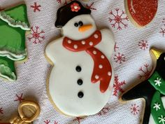 Snowman decorated sugar cookie royal icing Davids Cookies, Sugar Cookie Royal Icing, Snowman, Desserts, Food, Decor, Tailgate Desserts, Deserts, Decoration