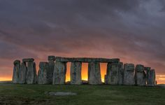 Visit Stonehenge, - The Complete Stonehenge Guide, Stonehenge Tours, day trips and Visitor information