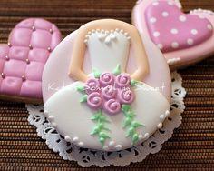 {Katie's Something Sweet}: Ballerina Cookies - Wedding Dress Cookies Fancy Cookies, Iced Cookies, Cute Cookies, Royal Icing Cookies, Cupcake Cookies, Sugar Cookies, Heart Cookies, Cookie Favors, Owl Cookies