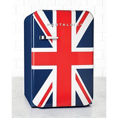 The Nostalgia Home Retro Series Cubic-Foot Refrigerator with Freezer creates a strong statement of your love of the United States. Online Kitchen Store, American Flag Blanket, Clear Fruit, Compact Refrigerator, Hanging Posters, Cubic Foot, Glass Shelves, Storage Shelves, Union Jack
