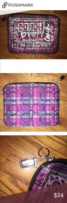 Coach Poppy Zip Top Lab Top Case This listing is for a coach poppy zip top lab top case. It's padded and pink in the inside and in excellent condition Coach Accessories Laptop Cases