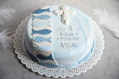 Communion cake with fish – Typical Miracle Confirmation Cakes, Communion Cakes, First Holy Communion, Back Tattoo, Food Design, Cake Cookies, Christening, Fondant, Cake Decorating