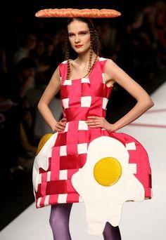 Les pires dérives de la mode en 15 images ! #Fashion #Insolite. va te faire cuire un oeuf!!!!