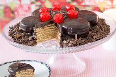 Torta Alfajor. Com biscoitos Maria, doce de leite e cobertura de Ganache.