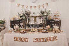 Cómo decorar la mesa de dulces de la boda | Mil ideas, mil eventos. Mil ideas para mesas dulces. Más ideas de cómo decorar un Candy Bar en: https://eventosmil.wordpress.com/category/candy-bar/