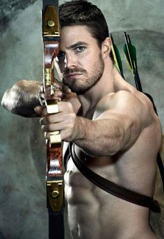Stephen Amell: Arrow                                                                                                                                                                                 Plus