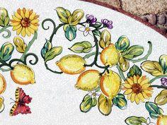 Farbenfroher mit Keramikglasuren handbemalter Lavasteintisch, frostfest - Gärten für Auge & Seele
