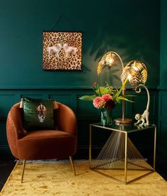 wallpaper living room Moody green living room with leopard print wall art. Home Living Room, Living Room Designs, Art Deco Living Room, Cozy Living Rooms, Dark Green Living Room, Living Room Decor Green, Dark Walls Living Room, Dark Green Rooms, Deco Cool