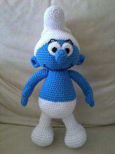 Hola! En esta ocasion les presento otro amigurumi de mis preferidos: Un Pitufo!             Este suspirito azul esta elaborado con un patron...