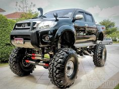 Bring the lift down a little for me then it's awesomeness!! ^_^ Jacked up Black Hilux