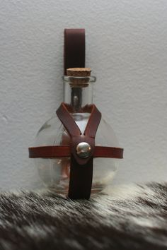 Brown Leather Potion Bottle Holder by Versalla on Etsy Horse Costumes, Cool Costumes, Steampunk Costume, Steampunk Clothing, Steampunk Festival, Steampunk Accessories, Potion Bottle, Gamer Gifts, Leather Projects