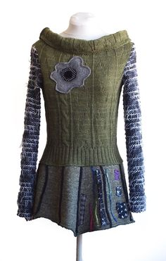 Beautiful inspiration: refashion old sweater into a sweater dress. Refashion Dress, Diy Clothes Refashion, Sweater Refashion, Diy Clothing, Sewing Clothes, Remake Clothes, Diy Kleidung, Recycled Sweaters, Altered Couture