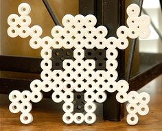Beware, mateys, of what lurks beyond when you see the sign of the skull and crossbones! This easy Biggie Beads project is perfect for youngsters just starting with Perler beads or older kids who enjoy a quick project. Great for a Halloween pirate theme for decorating and parties, or a sign for a kid's bedroom door.