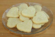 De här vaniljkakorna är goda och enkla att göra. De smakar mycket vanilj. Det här är dessutom ett bra grundrecept om man vill göra cookie-po... Cookie Recipes, Snack Recipes, Vanilj, Cake Bites, Meat Chickens, Shortbread Cookies, No Bake Desserts, No Bake Cake, Biscotti