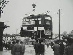 Llegaba la modernidad desembarcando en el muello de La Palloza. 1961
