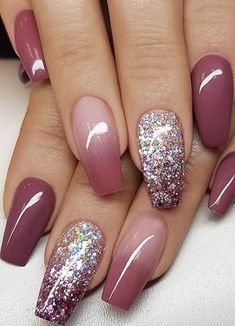 25 Glam Ideas For Ombre Nails. It is possible to use almost all your favourite colors to create your own ombre nail design. : 25 Glam Ideas For Ombre Nails. It is possible to use almost all your favourite colors to create your own ombre nail design. Pink Nails, Gel Nails, Coffin Nails, Glitter Ombre Nails, Ombre Nail Art, Rose Gold Metallic Nails, Ombre Nail Colors, Sns Nails Colors, Nail Polish