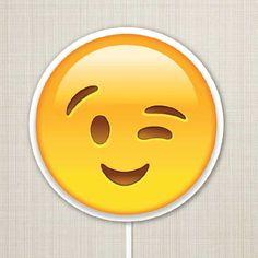 Placa Emoji Piscando  #plaquinhasdivertidas #plaquinhasparafesta #plaquinhascasamento #casamento # noivado #festa #emoji #plaquinhaemoji #placadivertida #instagram #festadecasamento #embrevecasadinhos #lojaembrevecasadinhos @lojaembrevecasadinhos