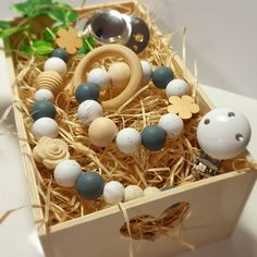 """Pekný darček, či len tak pre radosť? Krásny set v kombinácii dreva a potravinárskeho silikónu, pre potešenie mamičky ale hlavne malého """"kúsavca"""" ktorému rastú zúbky. Klip na cumlík v sete s hrýzatkom. Páči sa Vám? 😉 . #handmade #hryzatko #silicone #silikonovyklip #siliconebeads #kidilove #kidilovesk Handmade, Hand Made, Handarbeit"""