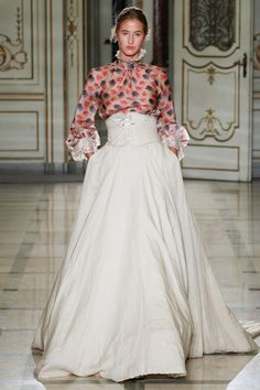 Luisa Beccaria Spring 2016 Ready-to-Wear collection, runway looks, beauty, models, and reviews. Luisa Beccaria, Couture Fashion, Runway Fashion, Spring Fashion, Milan Fashion, Style Fashion, Fashion Trends, Gala Dresses, Evening Dresses