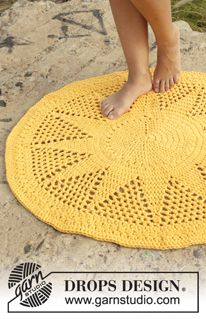 "Sol - Crochet DROPS rug with double crochet and lace pattern in 2 strands ""Paris"". - Free pattern by DROPS Design"