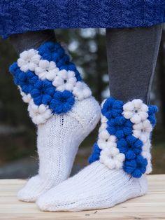 Neulotut ja virkatut Kukka-sukat Novita 7 Veljestä | Novita knits