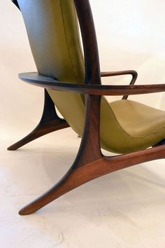 Walnut Outstanding and Stylish Lounge Chair and Ottoman by Vladimir Kagan For Sale