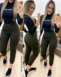 Stylish Outfits, Cute Outfits, Cool Girl, Ideias Fashion, Capri Pants, Comfy, Leggings, Blouse, My Style