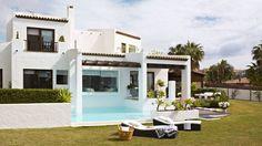Design and construction Sotogrande (Marbella) : Balcones y terrazas de estilo mediterráneo de Alejandro Giménez Architects