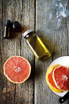 DIY: Grapefruit Cellulite Scrub + Body Oil | HelloNatural.co