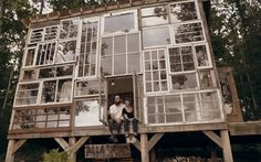 Arte e Arquitetura: Uma Fachada Composta por Janelas Recicladas