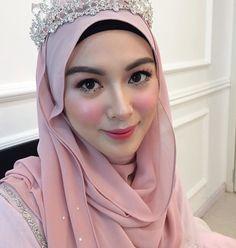 New bridal pakistani makeup make up Ideas Pakistani Makeup, Pakistani Bridal, Bridal Hijab, Hijab Bride, Bridal Makeup, Wedding Makeup, Tea Party Outfits, Hijab Style Dress, Bridal Hair Buns