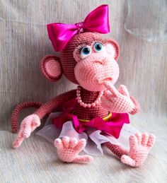 DIY Christmas: 3 Easy Christmas Treats Recipes You Can Make Last-Minute Crochet Monkey Pattern, Crochet Birds, Crochet Animal Patterns, Crochet Bear, Stuffed Animal Patterns, Amigurumi Patterns, Crochet Dolls, Kids Crochet, Crochet Squares Afghan