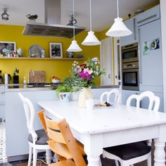 Kitchen and dining area with a bright yellow backsplash. Kitchen And Bath, New Kitchen, Kitchen Dining, Sweet Home Alabama, Retro Appliances, Dining Area, Interior Inspiration, Home Kitchens, Decoration