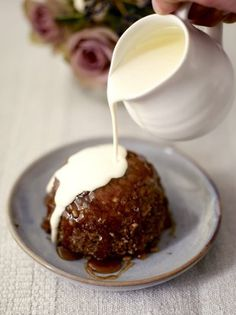 Maple syrup & pecan steamed puddings by Jamie Oliver Just Desserts, Delicious Desserts, Dessert Recipes, Yummy Food, Baking Desserts, Party Recipes, Jamie Oliver, Mousse, Hp Sauce