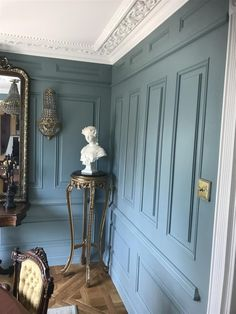 An inspirational image from Farrow and Ball Oval Room Blue, Dining Room Blue, Blue Rooms, Farrow Ball, Farrow And Ball Paint, Farrow And Ball Living Room, Farrow And Ball Kitchen, Painted Paneling Walls, Painting Wood Paneling