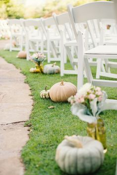 DIY Pumpkin Aisle Décor | Madeline's Flower Shop | Dominion House – Guthrie, Oklahoma | Blue Elephant Photography https://www.theknot.com/marketplace/blue-elephant-photography-stillwater-ok-346996 |