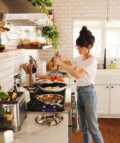 Cooking is a breeze when your faucet is the VIGO Edison Pull-Down Spray Kitchen Faucet in Matte Black! If you enjoy the Matte Black finish, you shoul