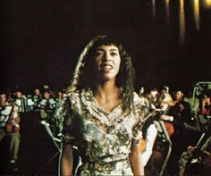 Irene Cara in Fame. No I haven't seen the remake because you can't improve on perfection. And the original Fame (and its cast) was perfect. 80s Fashion Icons, Strong Character, Famous Singers, Figure It Out, Vintage Love, Irene, Music Artists, Style Icons, It Cast