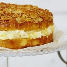 Using honey when baking naturally keeps cakes moist. This delicious 'Bee Sting' cake features a sweet cream cheese filling and crunchy honey-almond topping. Honey Recipes, Sweet Recipes, Baking Recipes, Cake Recipes, Dessert Recipes, Easy German Recipes, British Bake Off Recipes, German Desserts, Just Desserts