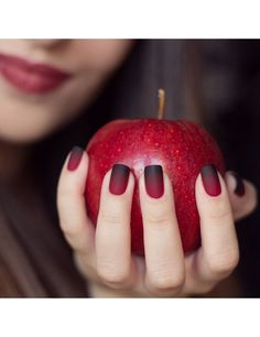 35 Beautiful Fall Nail Designs and Ideas for 2019 - FeminaTalk What Fall Nail Art Designs should you opt for to get a fall-perfect look? Well, check out the options here for some Beautiful Fall Nail Designs and Ideas. Black Nail Art, Fall Nail Art, Fall Nail Colors, Black Nails, Red Nails, Snow White Nails, Fall Nail Ideas Gel, Nail Ideas For Winter, Fall Nail Trends
