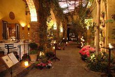 O que faz de um restaurante romântico? Seria a sua decoração charmosa? Ou as luzes para criar um clima intimista? Talvez o menu incrívelque até nos deixa
