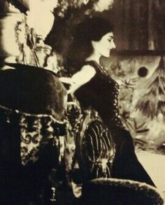 Maria Callas in La Traviata di Giuseppe Verdi. Maria Callas, Yorkie, Legends, Photos, Victorian, History, Music, Artwork, Theater