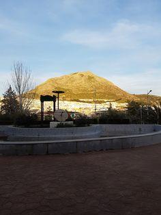 Monumento a los aceituneros en el parque municipal de Martos Patio, Outdoor Decor, Home Decor, Parks, Decoration Home, Terrace, Room Decor, Porch, Interior Decorating