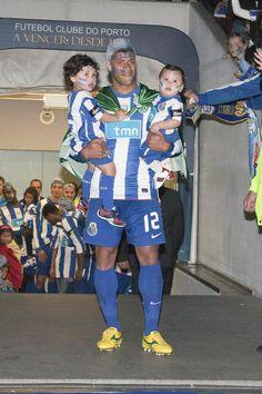 800 (800×1200) Fc Porto, Den, Football, Sports, Professional Football, World Football, Blue And White, Loom Animals, Legends