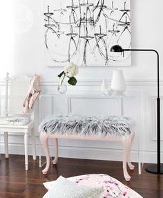 DIY Decorating: DIY project: Faux fur bench - Style At Home - Living Wikii Diy Interior, Interior Design Living Room, Modern Interior, Entryway Decor, Bedroom Decor, Design Rustique, Estilo Tropical, Diy Casa, Dream Decor