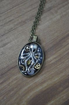 Lovecraft Steampunk oktopus Mechanical oktopus Necklace oktopus Steampunk pendant Steampunk Jewellery gift Steampunk oktopus pendant gift Cthulhu Unique steampunk necklace mechanical octopus in clockworkpunk style. Made from details of a vintage Soviet watch. It will become an