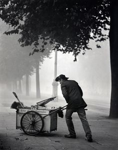 Street cleaner Westminster, 1934. Photographer Wolfgang Suschitzky