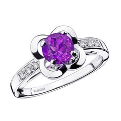 Désirez l'Amour ring, by Mauboussin. White gold, amethyst and paved diamonds.