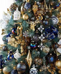 A silver Christmas decoration - HomeCNB Blue Christmas Tree Decorations, Silver Christmas Tree, Beautiful Christmas Trees, Colorful Christmas Tree, Green Christmas, Christmas Colors, Christmas Themes, Christmas Ornaments, Commercial Christmas Decorations