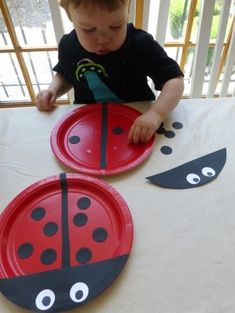 math Bug Crafts for Fine Motor. Visit for more activity ideas Bug Crafts for Fine Motor. Visit for more activity ideas Kids Crafts, Daycare Crafts, Projects For Kids, Easy Toddler Crafts, Paper Plate Crafts, Paper Plates, Paper Plate Art, Paper Plate Animals, Paper Art